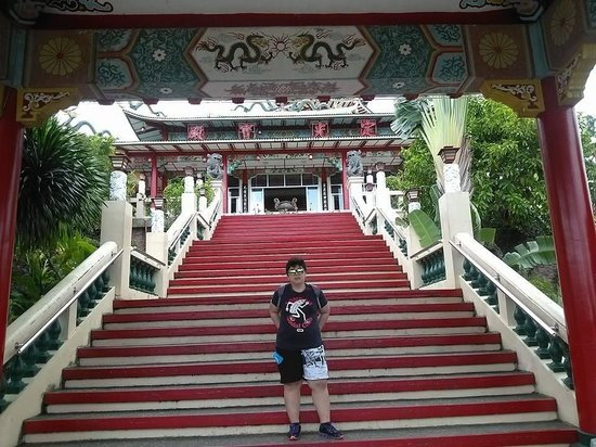 Taoist Temple: up the hill