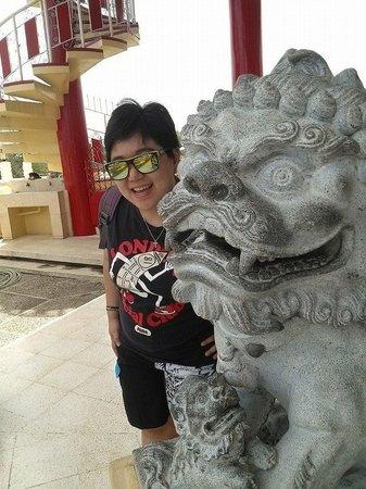 Taoist Temple: mini dragon