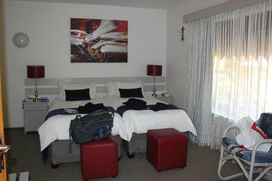Hotel Pension Etambi: ベットルーム 広さは十分