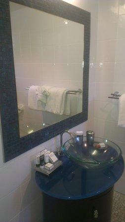 at Waterfront Whitsunday Retreat: beautiful bathroom mirror