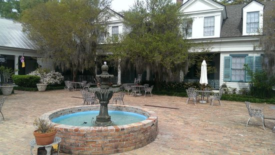 The Myrtles Plantation: back patio