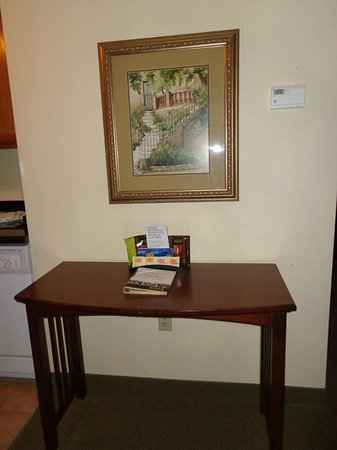 Staybridge Suites Denver International Airport: table