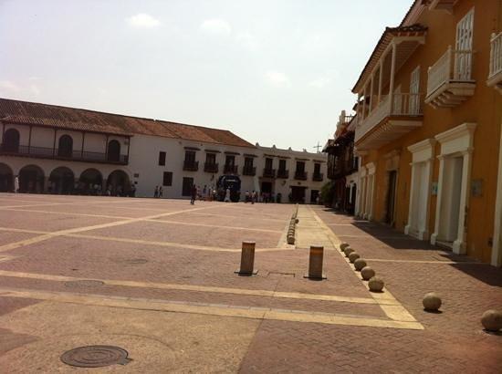 Ummauerte Altstadt: Paseo de La Aduana