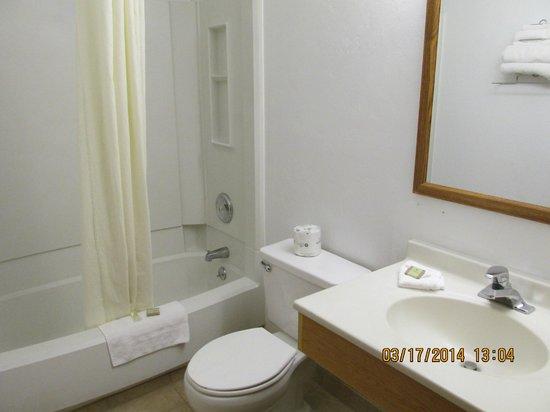 Motel 6: Bathroom