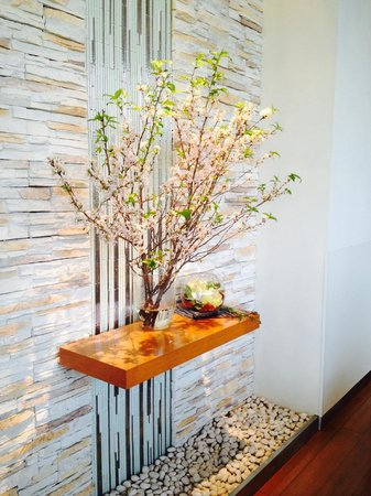 ANA Crowne Plaza Hotel Narita: cherry blossoms in dining room
