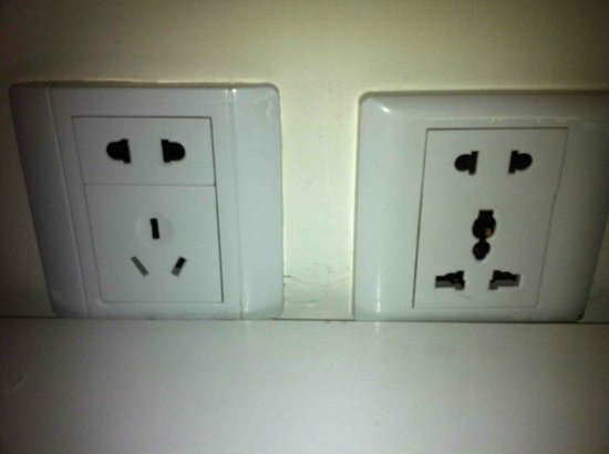 Ole Tai Sam Un Hotel: Outlets in the room. Suited for various types of plugs.