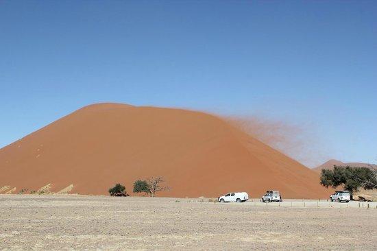Namib-Naukluft Park, Namibië: Dune 45とレンタルしたジープ