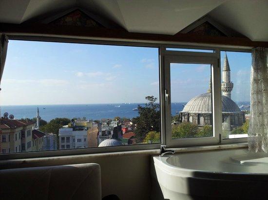 Ada Hotel Istanbul : 방 창가에서