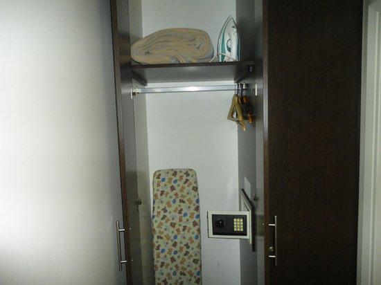 27 Suites: armário com cofre, ferro e tábua