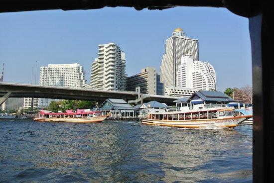Chatrium Hotel Riverside Bangkok : Free river shuttle