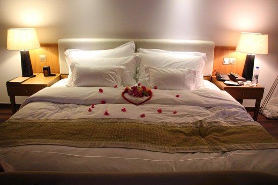 Anantara VeliMaldivesResort: flowers on the bed too!