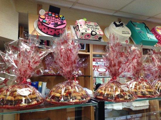 Carlo's Bakery : Carlo's Cakes & Variety Trays
