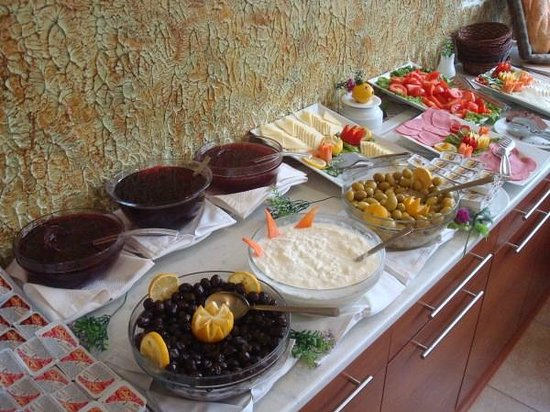 Kupeli Hotel: part of buffet breakfast