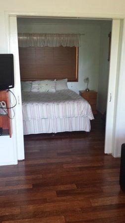 Amamoor Homestead: Magnolia Cottage bedroom