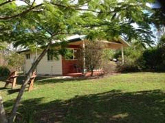 Amamoor Homestead: Magnolia Cottage