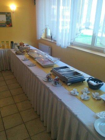 Lipa Hotel: Karges Frühstück
