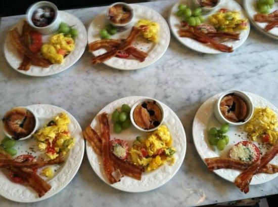 Pendleton House Historic Inn : Breakfast!!