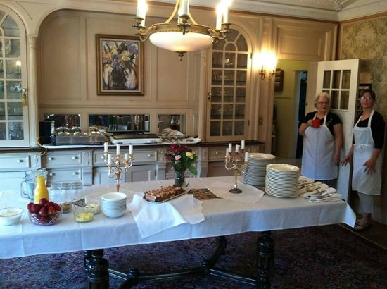 Pendleton House Historic Inn : Special events and breakfast buffet -- bring your friends!