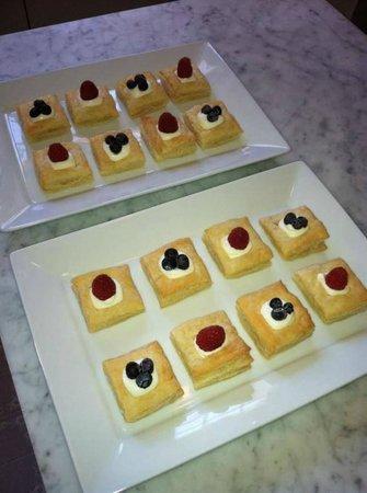 Pendleton House Historic Inn : Fruit Tart Pastries -- YUM!!