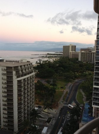 Embassy Suites by Hilton Waikiki Beach Walk: ホテルの部屋からの景色