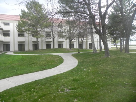 DoubleTree by Hilton Hotel Salt Lake City Airport: Courtyard out back......