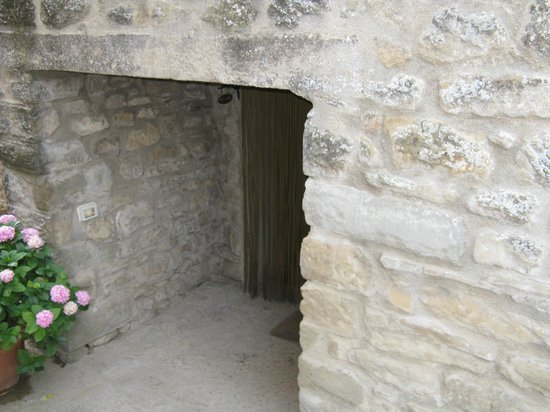 Agriturismo Ristorante Acquaviva: Der Eingang (über die Terasse ist es einfacher).