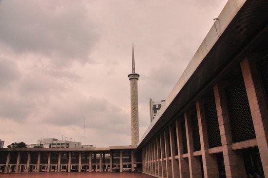 Mosquée d'Istiqlal : Needle like minaret of the Masjid