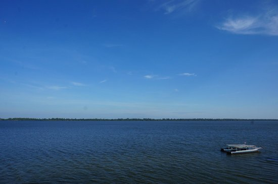 West Baray Lake : The vast waters of the West Baray