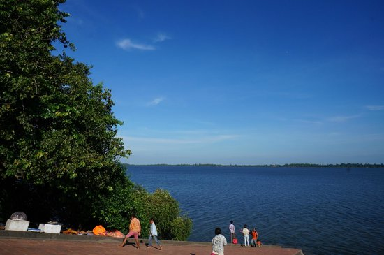 West Baray Lake : The thin line of green on the horizon is the opposite shore, many kilometers away!