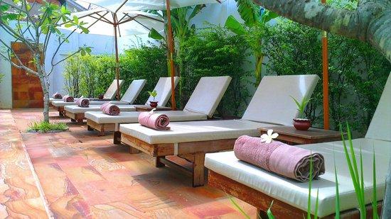 Apsara Centrepole Hotel: Sunbed
