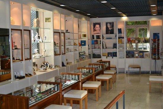 Μουσείο Κοσμήματος Ηλία Λαλαούνη: MUSEUM SHOP