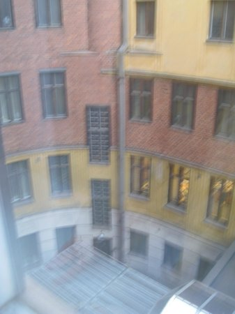 Hotel Seurahuone Helsinki : Rooms facing courtyard gives good sleep. This is the view from the rooms on the fourth floor.