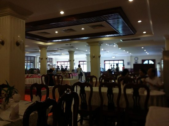 Angkor Hotel : The dining hall