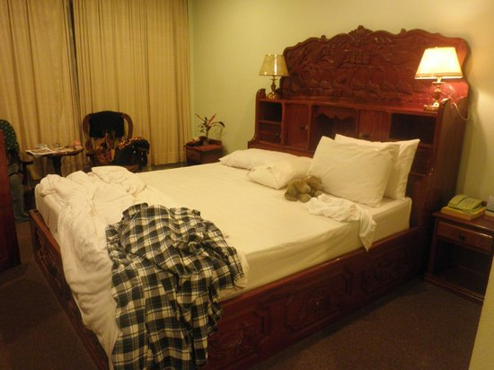Angkor Hotel : The bed