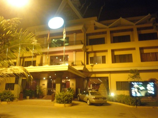 Angkor Hotel : The front of the hotel