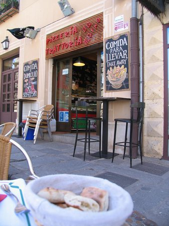 Trattoria Pizzeria DA MARIO Acueducto: An outside view of the restaurant