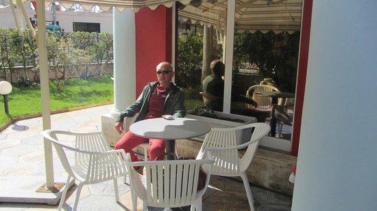 Hotel Ani: Heel rustig en zonnig buiten