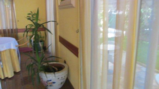 Hotel Ani: Kamer was heel licht en ruim. Heel netjes alle dagen verse handdoeken.