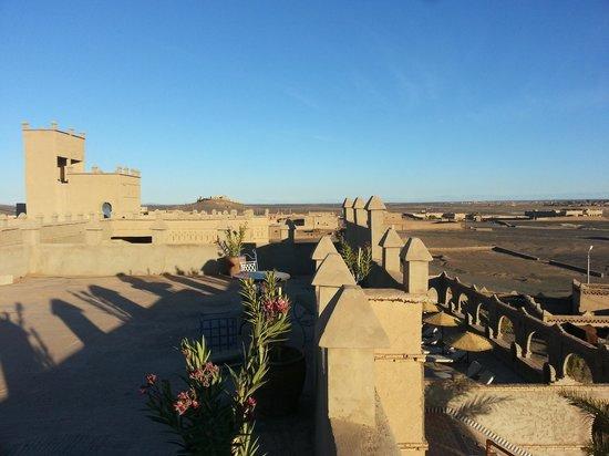 Kasbah Azalay Merzouga: Depuis la terrasse, splendide.