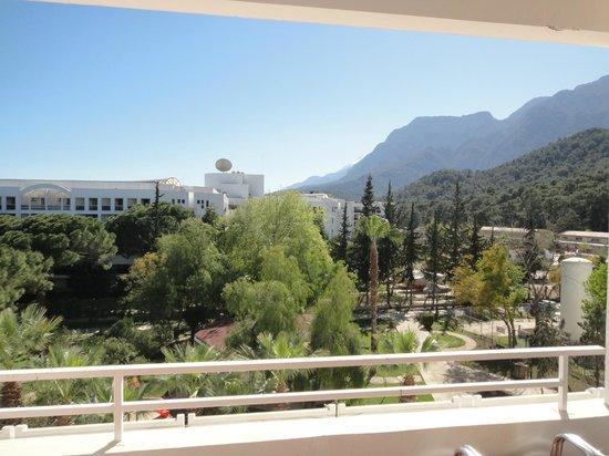 Royal Palm Resort : вид с балкона с бокового номера(правое крыло)