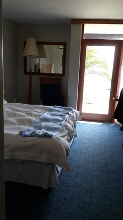 Protea Hotel by Marriott® Walvis Bay Pelican Bay: Bedroom with door directly accessing the outside
