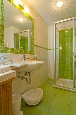 Les Gomines B&B: GREEN bathroom