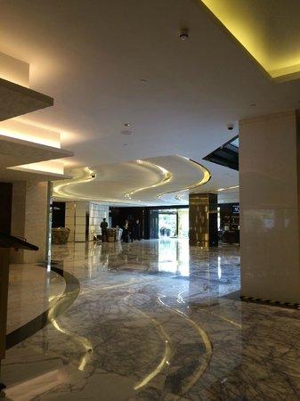 Renaissance Shanghai Yangtze Hotel: Lobby, refreshed new designs