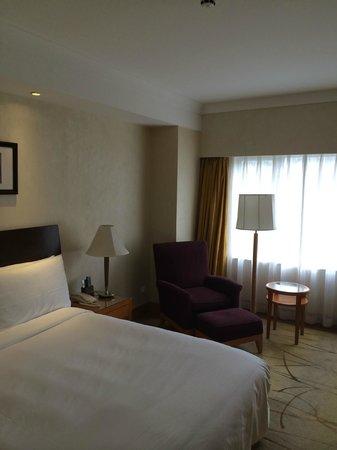 Renaissance Shanghai Yangtze Hotel: Guest room