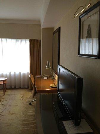 Renaissance Shanghai Yangtze Hotel: spacious and well kept