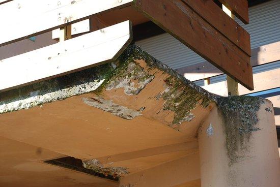 Campanile Nevers Nord - Varennes Vauzelles: Escaliers abîmes.