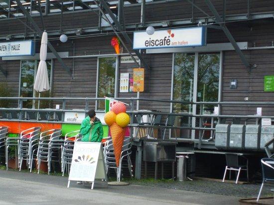 Eiscafe am Hafen: Eiscafe exterior