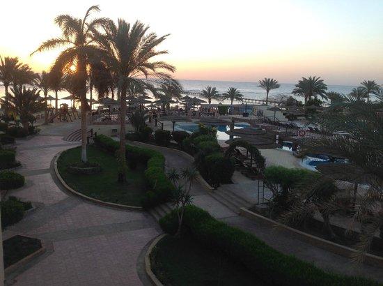 Flamenco Beach and Resort: Sonnenaufgang aus dem Zimmer 5.45 Uhr
