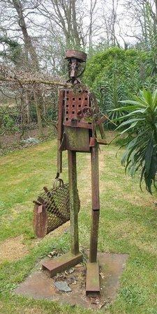 Kerbors, France : Sculpture dans le jardin