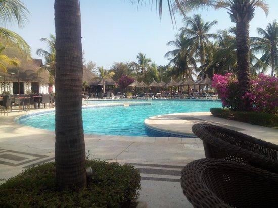 Royam Hôtel : piscine
